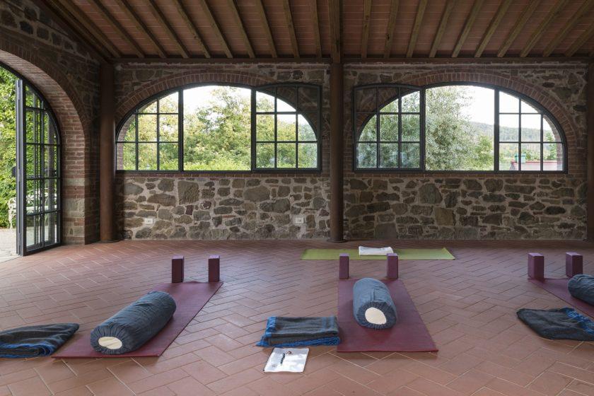 yoga, farmhouse, villa, tuscany